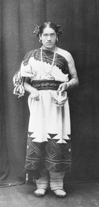 We-Wa-a-Zuni-berdache-full-length-portrait