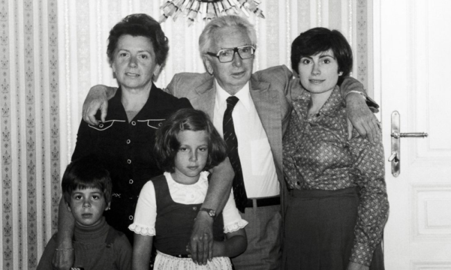 Frankl with his wife Eleonore; daughter Gabriele; and granchildren Alexander and Katharina