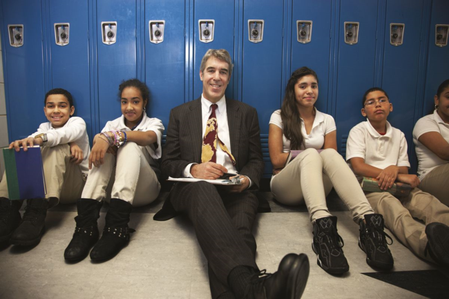 Citizen Schools founder Eric Schwarz with students (photo by Paul Mobley)
