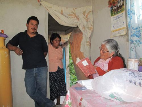 Esperanza reading with family, 2010