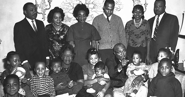 Photo of the extended King-Williams family. King, Sr., is seated among his many grandchildren, pointing at the camera.