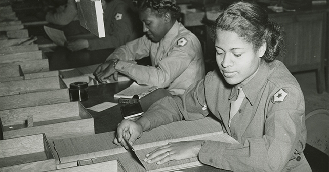 Members of the Women's Army Corps identifying incorrectly addressed mail for soldiers, Post Locator Department, Camp Breckinridge (1943).